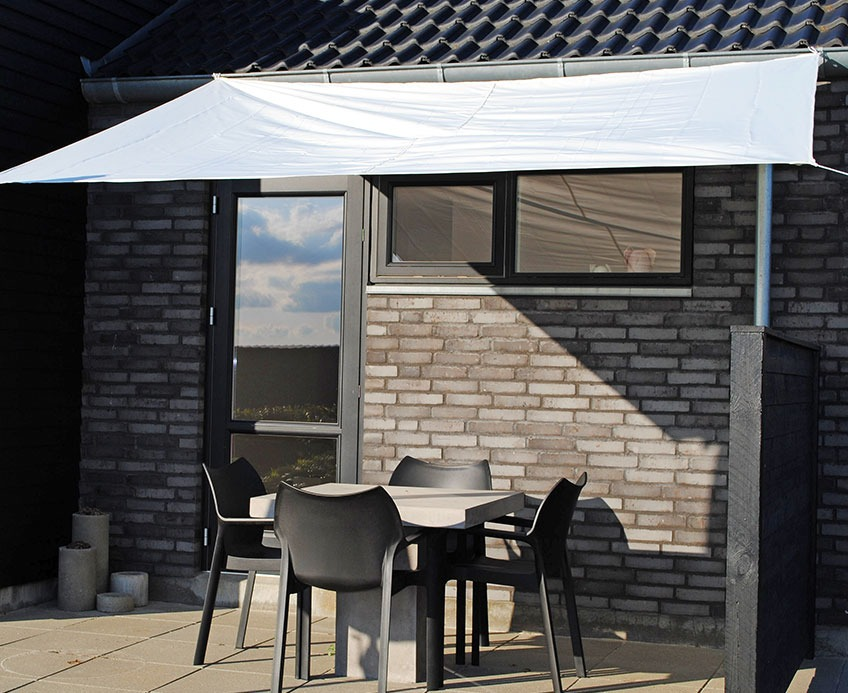 Patio with a sun shelter
